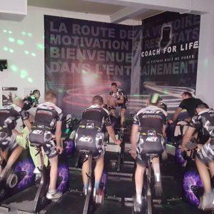 Une équipe de cycliste représentée par Energie Vélo Amiens est invité à suivre un cours de RPM dans notre salle