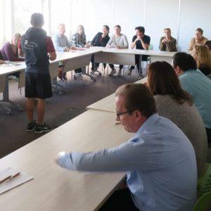Senseibilisation au sport en entreprise en salle de réunion